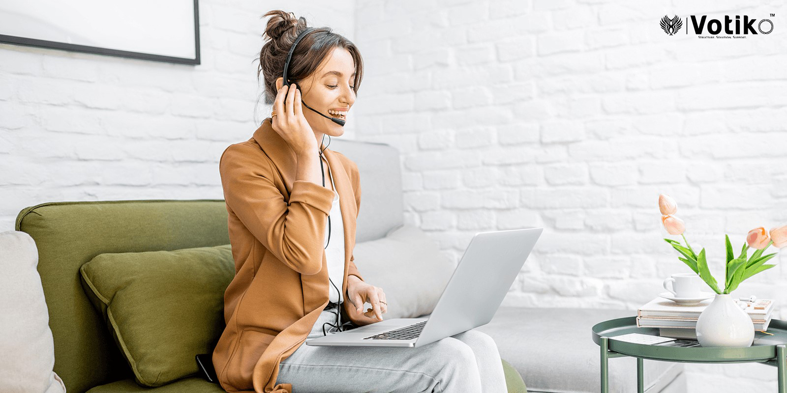 Top Reasons Why Working in a Call Center Is a Good Choice for New Graduates